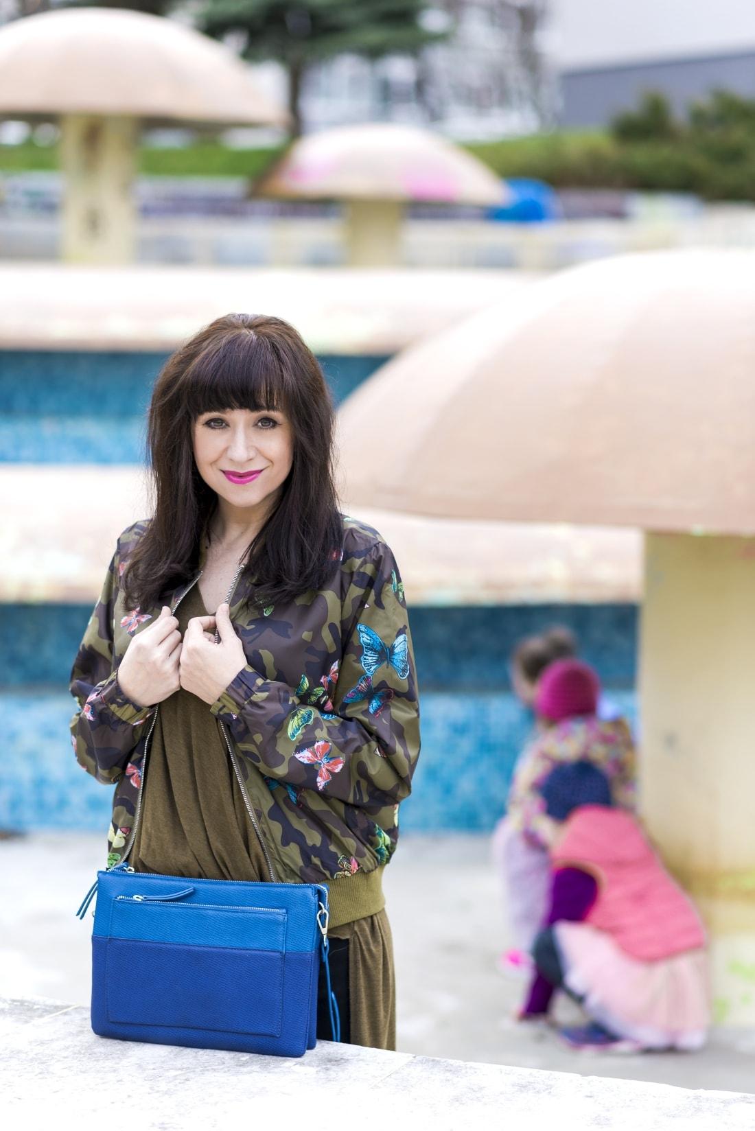 Bomberka s potlačou_Katharine-fashion is beautiful_blog 1_Čierne džínsy_Slipony_Bonprix_Katarína Jakubčová_Fashion blogger
