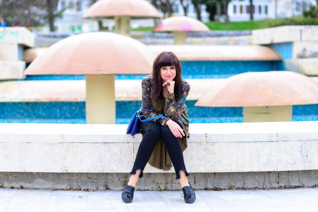 Bomberka s potlačou_Katharine-fashion is beautiful_blog 10_Čierne džínsy_Slipony_Bonprix_Katarína Jakubčová_Fashion blogger