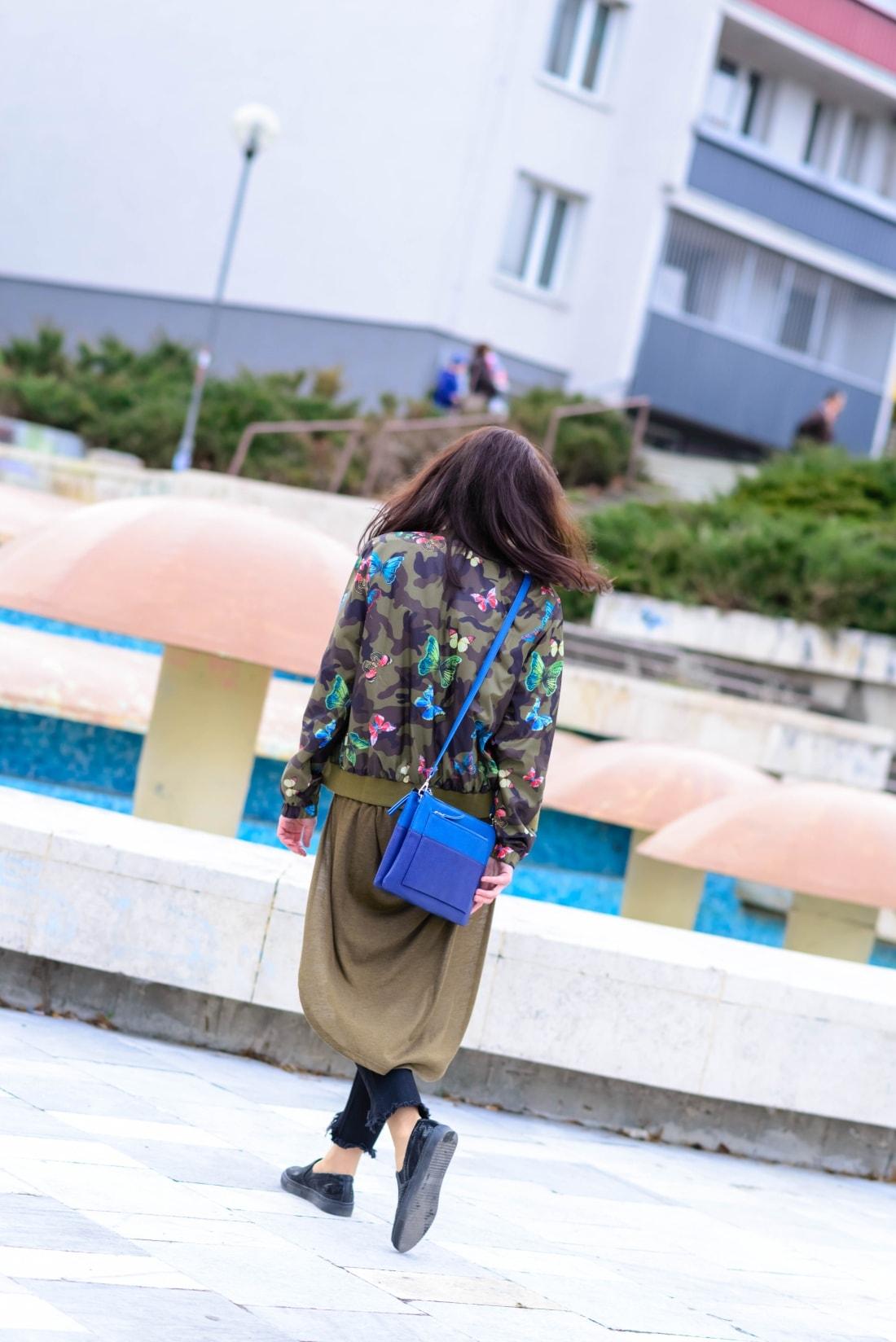 Bomberka s potlačou_Katharine-fashion is beautiful_blog 3_Čierne džínsy_Slipony_Bonprix_Katarína Jakubčová_Fashion blogger