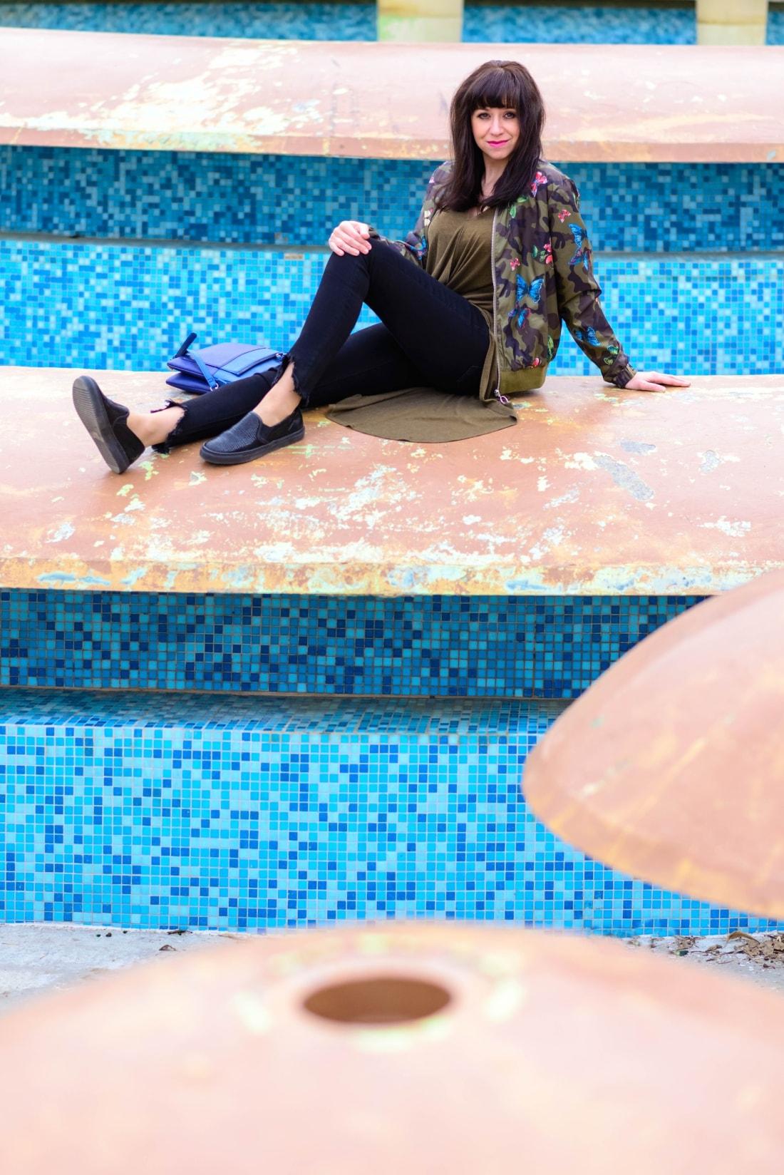 Bomberka s potlačou_Katharine-fashion is beautiful_blog 4_Čierne džínsy_Slipony_Bonprix_Katarína Jakubčová_Fashion blogger