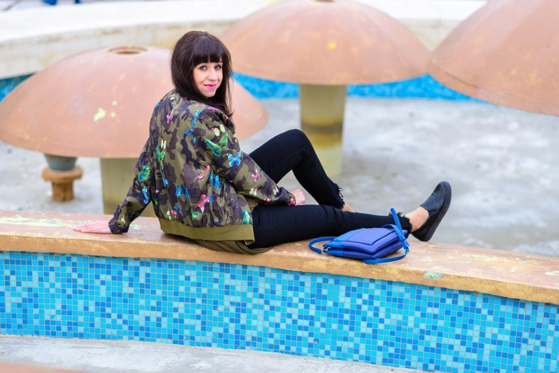 Bomberka s potlačou_Katharine-fashion is beautiful_blog 5_Čierne džínsy_Slipony_Bonprix_Katarína Jakubčová_Fashion blogger