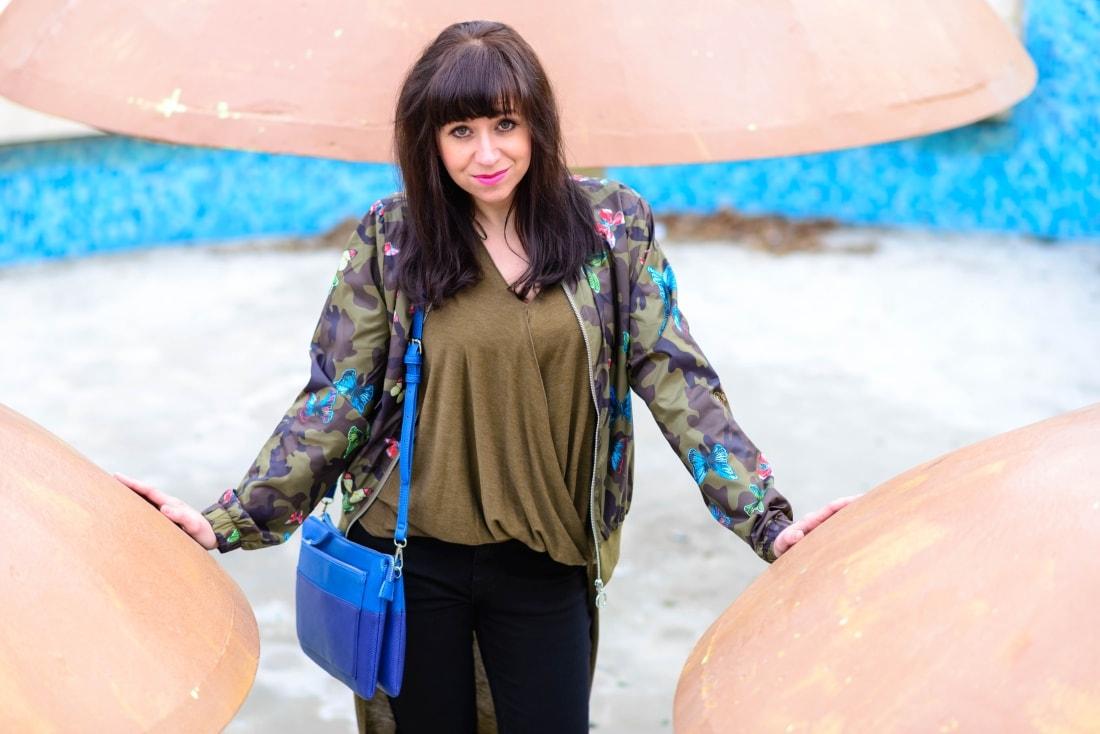 Bomberka s potlačou_Katharine-fashion is beautiful_blog 6_Čierne džínsy_Slipony_Bonprix_Katarína Jakubčová_Fashion blogger