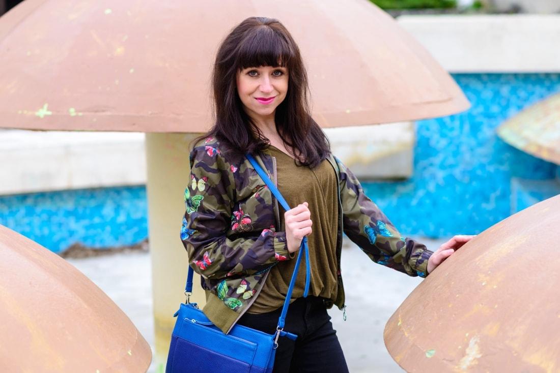 Bomberka s potlačou_Katharine-fashion is beautiful_blog 7_Čierne džínsy_Slipony_Bonprix_Katarína Jakubčová_Fashion blogger