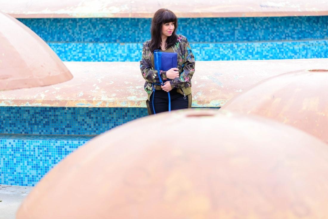 Bomberka s potlačou_Katharine-fashion is beautiful_blog 8_Čierne džínsy_Slipony_Bonprix_Katarína Jakubčová_Fashion blogger