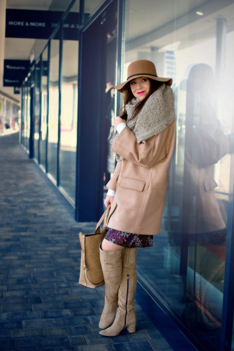 More and More_Katharine-fashion is beautiful_blog 1_Béžový klobúk_Béžový kabát Mango_Outfit in Parndorf Designer Outlet_Katarína Jakubčová_Fashion blogger