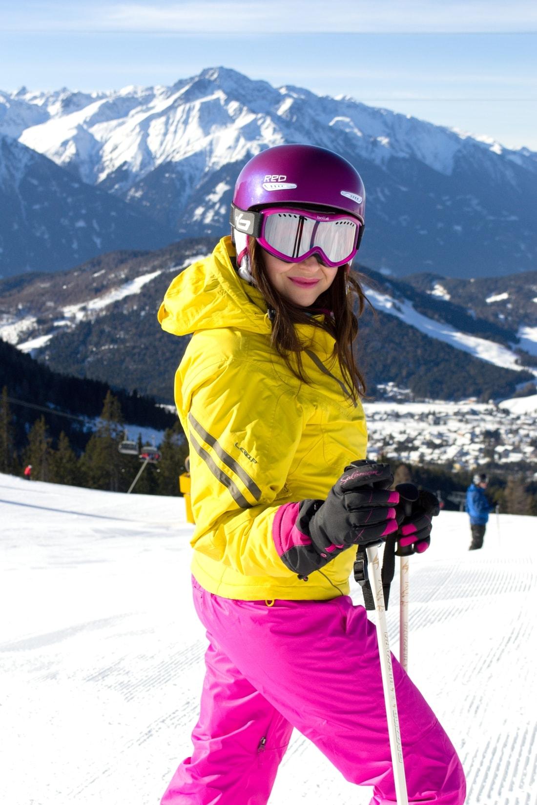 LYŽOVAČKA V TIROLSKOM SEEFELDE_Katharine-fashion is beautiful_Blog 10_Ružová lyžiarska prilba Bolle_Katarína Jakubčová_Fashion blogger