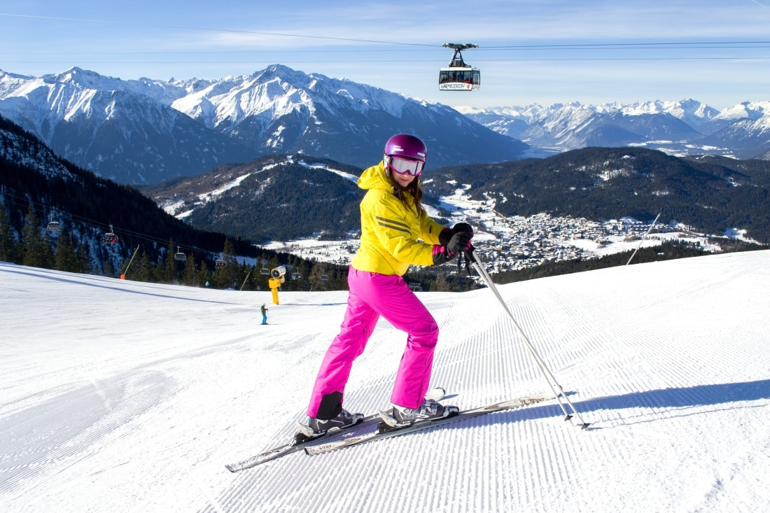 LYŽOVAČKA V TIROLSKOM SEEFELDE_Katharine-fashion is beautiful_Blog 11_Ružové lyžiarske nohavice AlpinePro_Katarína Jakubčová_Fashion blogger
