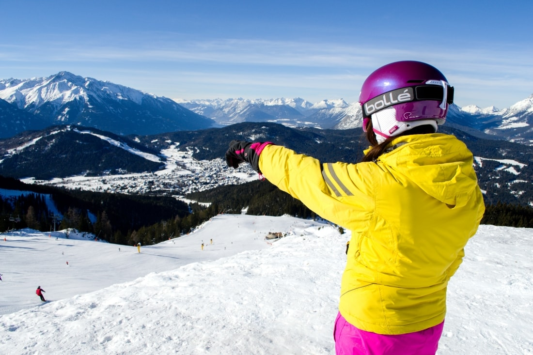 LYŽOVAČKA V TIROLSKOM SEEFELDE_Katharine-fashion is beautiful_Blog 14_Ružová lyžiarska prilba Bolle_Katarína Jakubčová_Fashion blogger