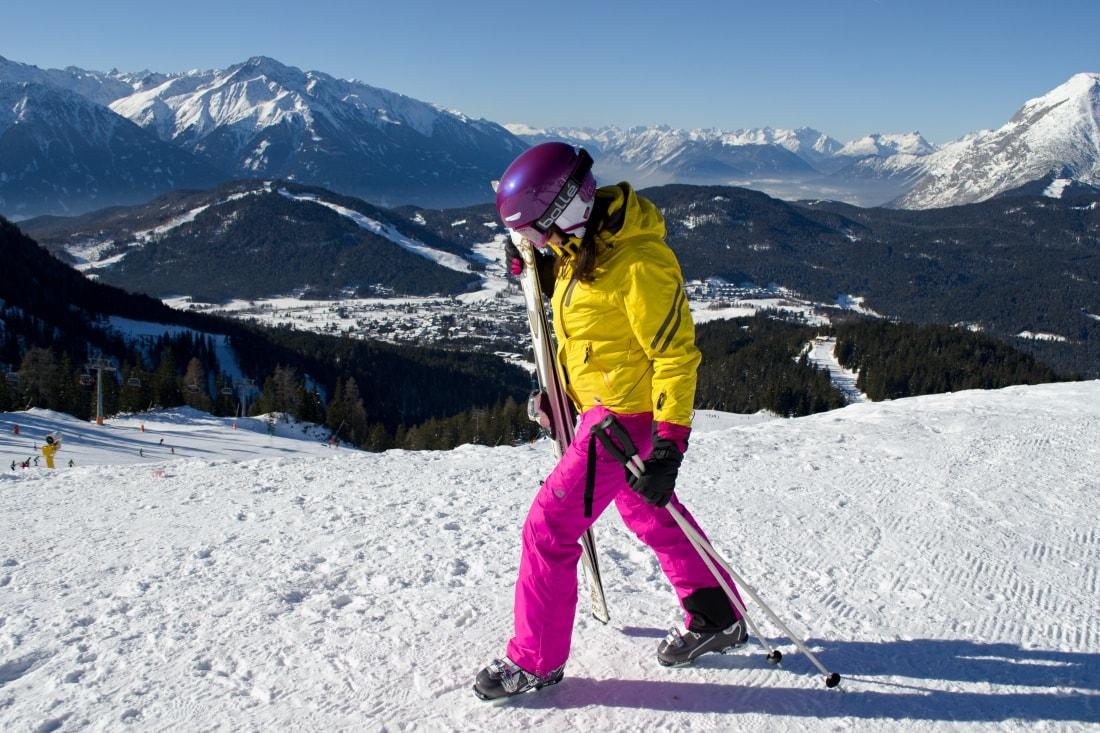 LYŽOVAČKA V TIROLSKOM SEEFELDE_Katharine-fashion is beautiful_Blog 2_Žltá lyžiarska bunda Loap_Katarína Jakubčová_Fashion blogger