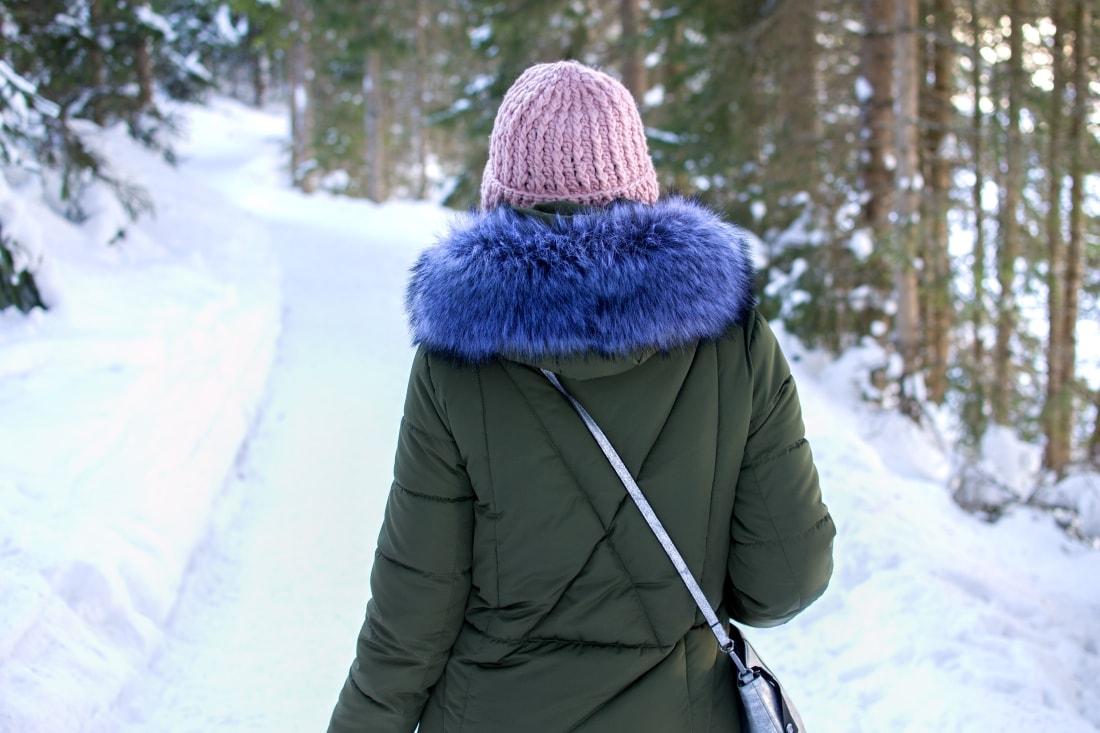 LYŽOVAČKA V TIROLSKOM SEEFELDE_Katharine-fashion is beautiful_Blog 8_Zimná olivová bunda_Roztrhané džínsy Zara_Katarína Jakubčová_Fashion blogger