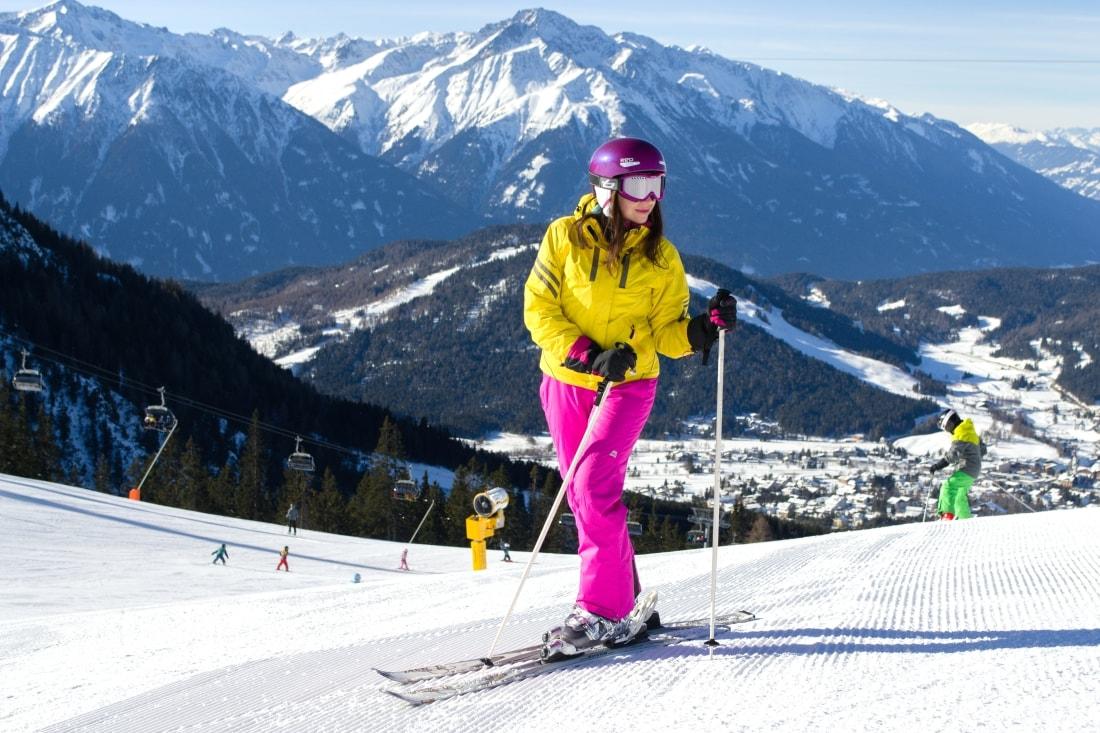LYŽOVAČKA V TIROLSKOM SEEFELDE_Katharine-fashion is beautiful_Blog 9_Ružové lyžiarske nohavice AlpinePro_Katarína Jakubčová_Fashion blogger