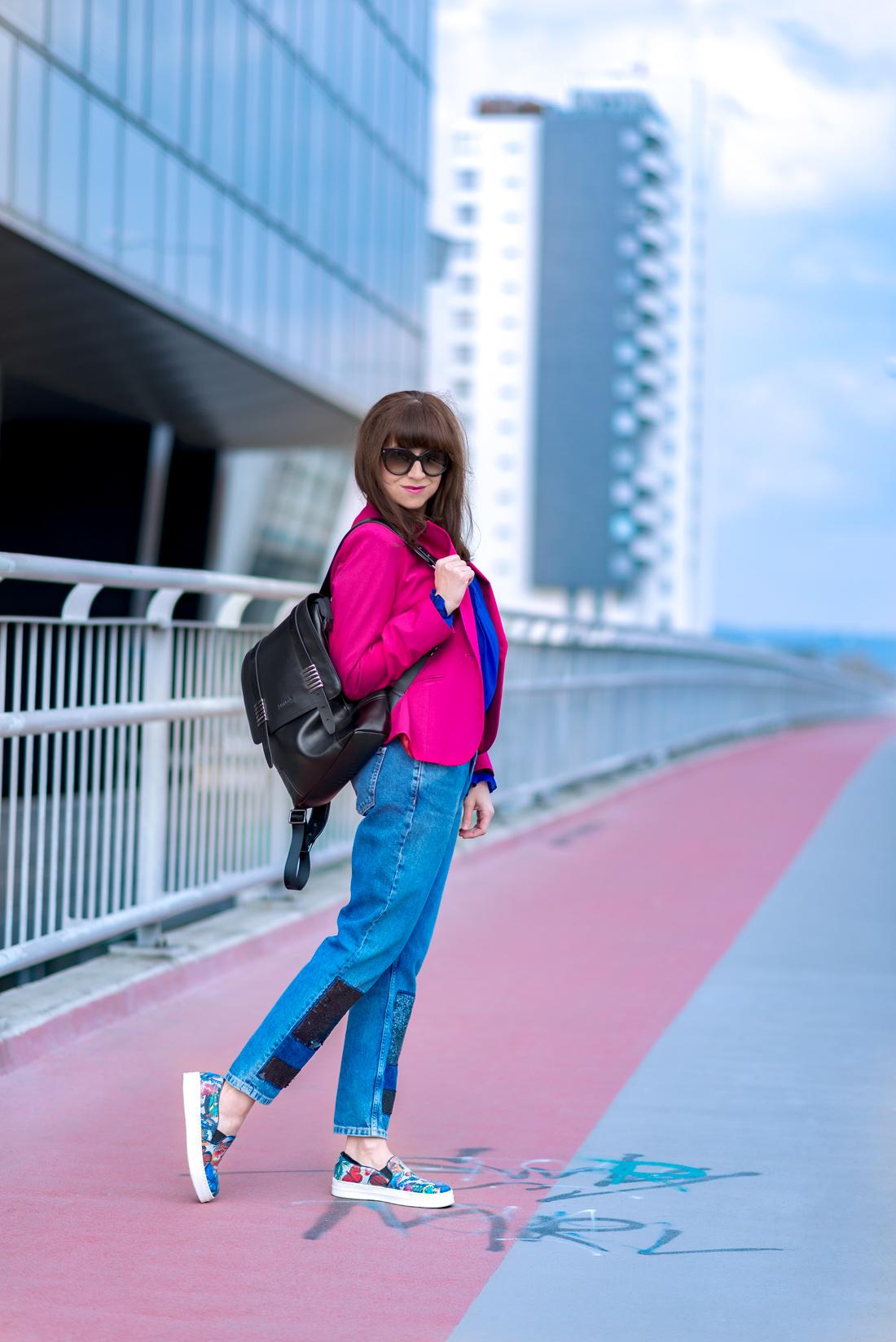 OUTFITOM KU ŠŤASTIU_Katharine-fashion is beautiful_Blog 3_Ružové sako_Flitrované džínsy Zara_Kožený vak Nucelle JEJ_Farebné slipony_Katarína Jakubčová_Fashion blooger
