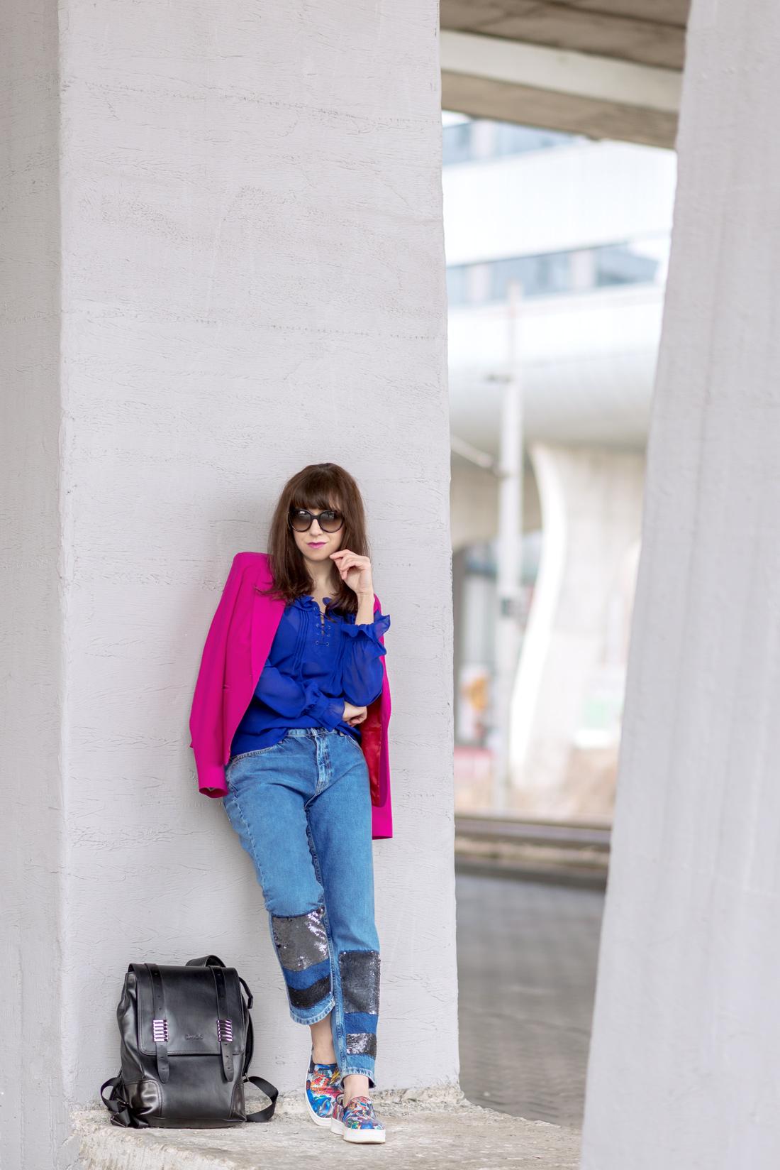 OUTFITOM KU ŠŤASTIU_Katharine-fashion is beautiful_Blog 4_Ružové sako_Flitrované džínsy Zara_Kožený vak Nucelle JEJ_Farebné slipony_Katarína Jakubčová_Fashion blooger