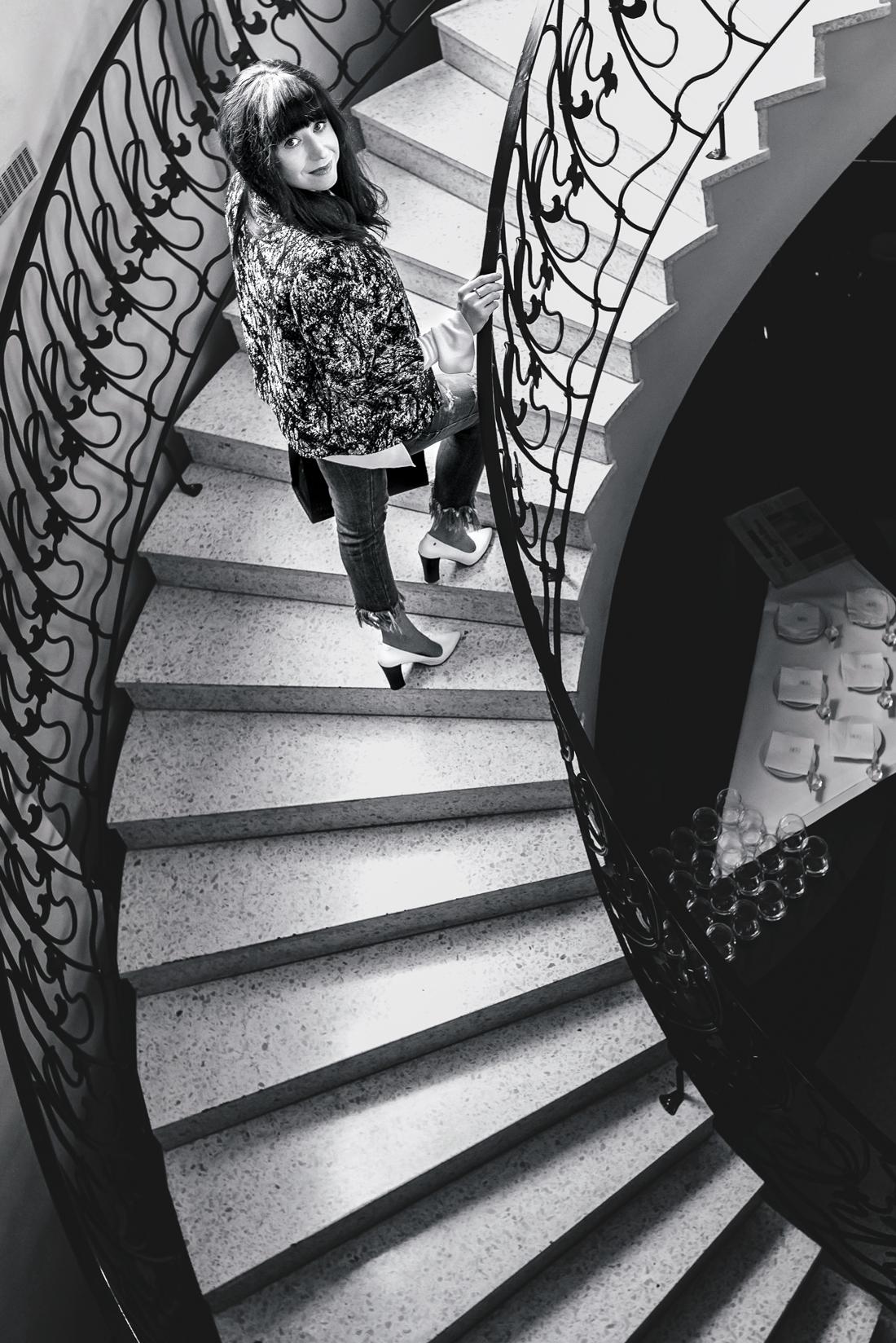 Podľa čoho spoznáte nákupnú maniačku_Katharine-fashion is beautiful_Blog 8_Tuliphousehotel_Džínsy Zara_Biele lodičky Kati_Okuliare Misteroptic_Katarína Jakubčová_Fashion blogger