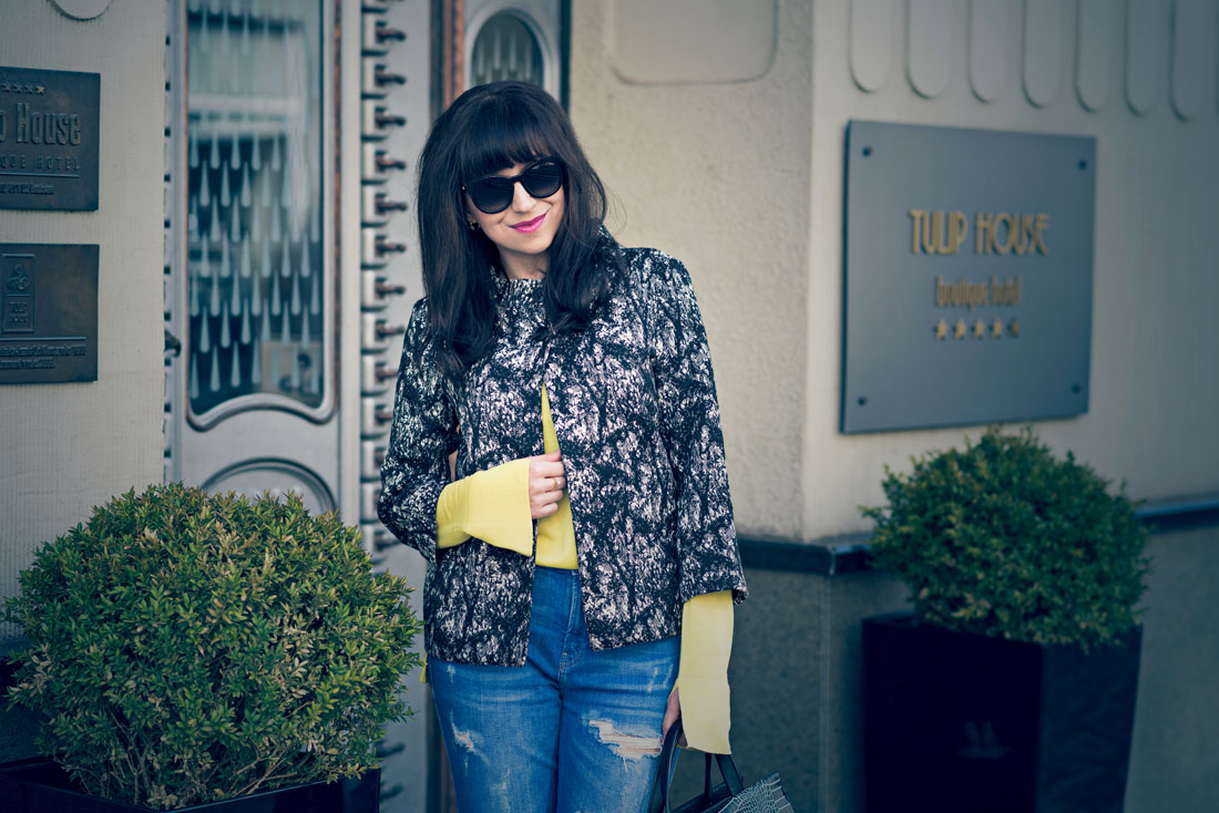 Podľa čoho spoznáte nákupnú maniačku_Katharine-fashion is beautiful_Blog 4_Tuliphousehotel_Džínsy Zara_Biele lodičky Kati_Okuliare Misteroptic_Katarína Jakubčová_Fashion blogger