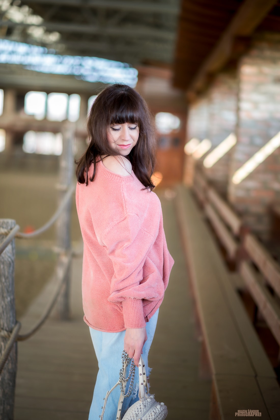 SPOMIENKA NA SVETER VĎAKA ZARE_Katharine-fashion is beautiful_Blog 4_Ženilkový sveter zo Zary_Vyšívané džínsy_Tenisky s mašľou_Katarína Jakubčová_Fashion blogger