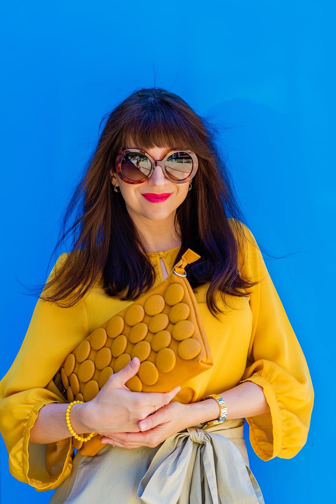 1 zo spôsobov nosenia maxi popelínovej sukne_Katharine-fashion is beautiful_blog16_Maxi sukňa_Žltá blúzka_Bratislava_Katarína Jakubčová_Fashion blogger