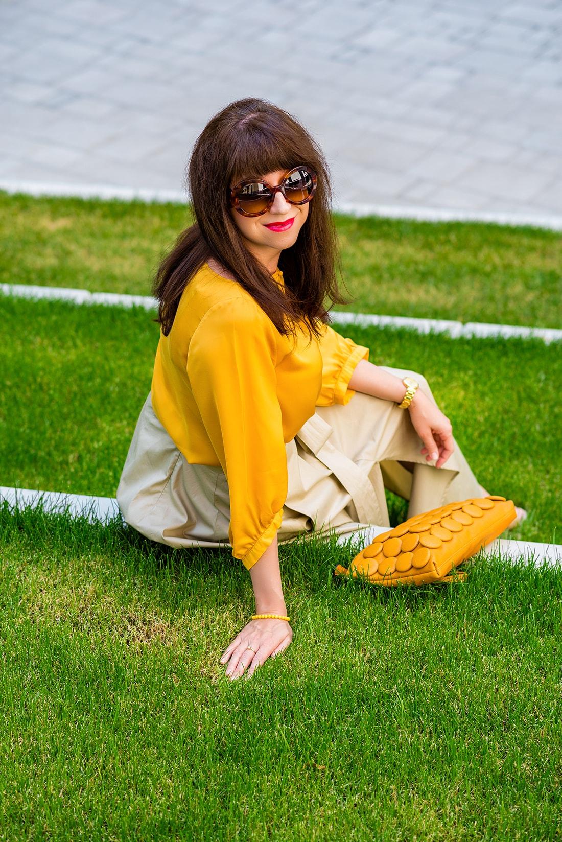 1 zo spôsobov nosenia maxi popelínovej sukne_Katharine-fashion is beautiful_blog17_Maxi sukňa_Žltá blúzka_Bratislava_Katarína Jakubčová_Fashion blogger