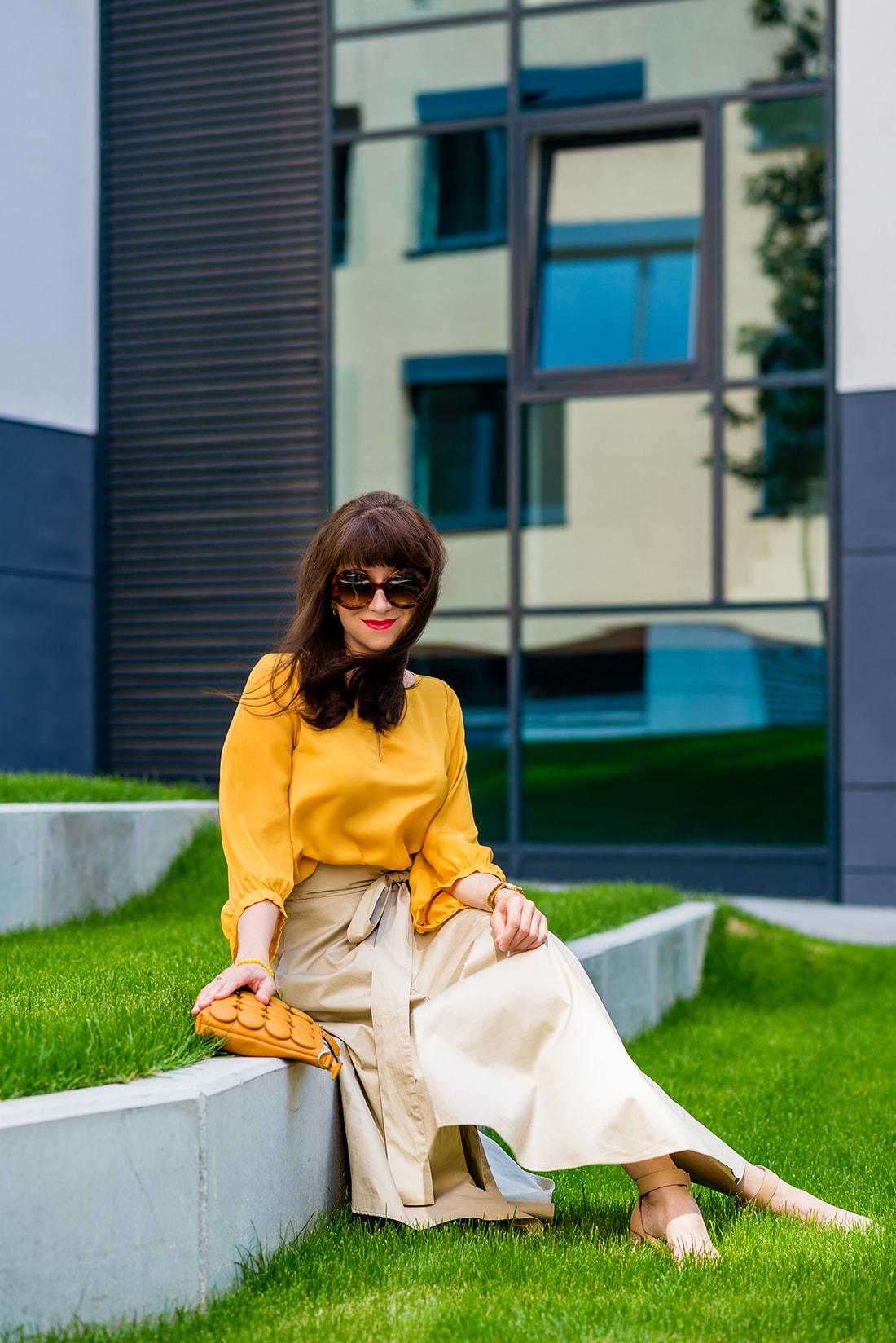 1 zo spôsobov nosenia maxi popelínovej sukne_Katharine-fashion is beautiful_blog2_Maxi sukňa_Žltá blúzka_Bratislava_Katarína Jakubčová_Fashion blogger