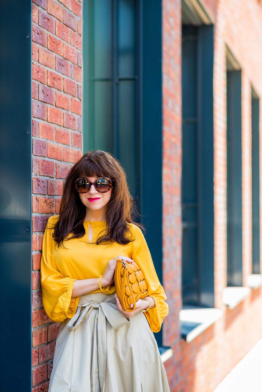 1 zo spôsobov nosenia maxi popelínovej sukne_Katharine-fashion is beautiful_blog4_Maxi sukňa_Žltá blúzka_Bratislava_Katarína Jakubčová_Fashion blogger