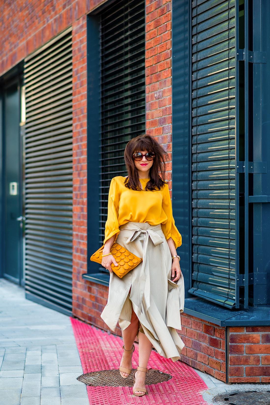 1 zo spôsobov nosenia maxi popelínovej sukne_Katharine-fashion is beautiful_blog5_Maxi sukňa_Žltá blúzka_Bratislava_Katarína Jakubčová_Fashion blogger