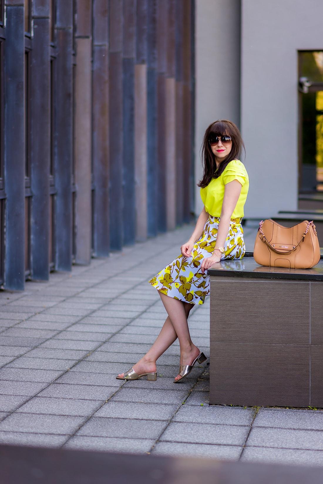 SUKŃA NA LETO OD MARGIFASHION_Katharine-fashion is beautiful_blog 7_Sukňa zelené kvety_Zlaté šľapky Sagan_Katarína Jakubčová_Fashion blogger