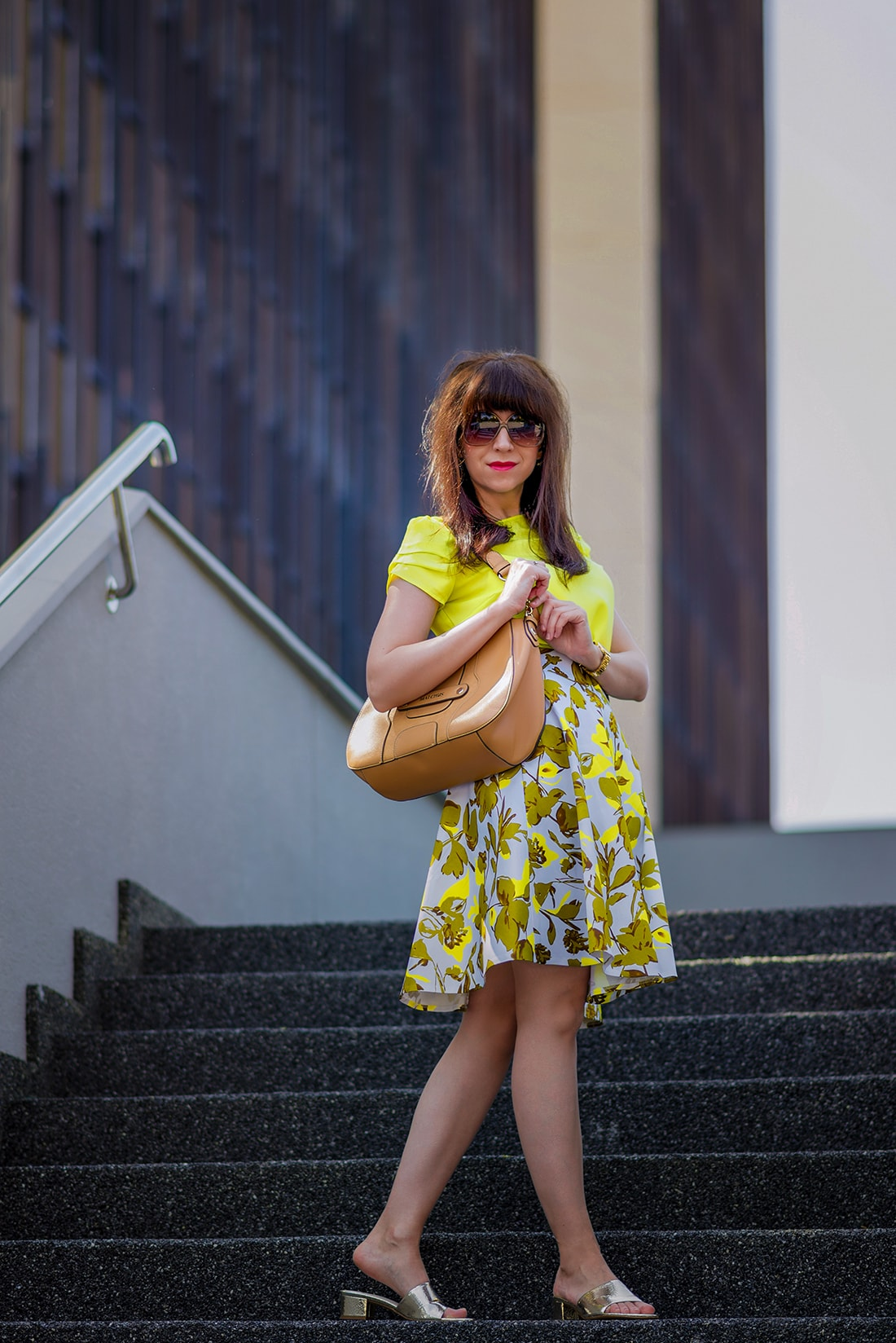 SUKŃA NA LETO OD MARGIFASHION_Katharine-fashion is beautiful_blog 1_Sukňa zelené kvety_Zlaté šľapky Sagan_Katarína Jakubčová_Fashion blogger