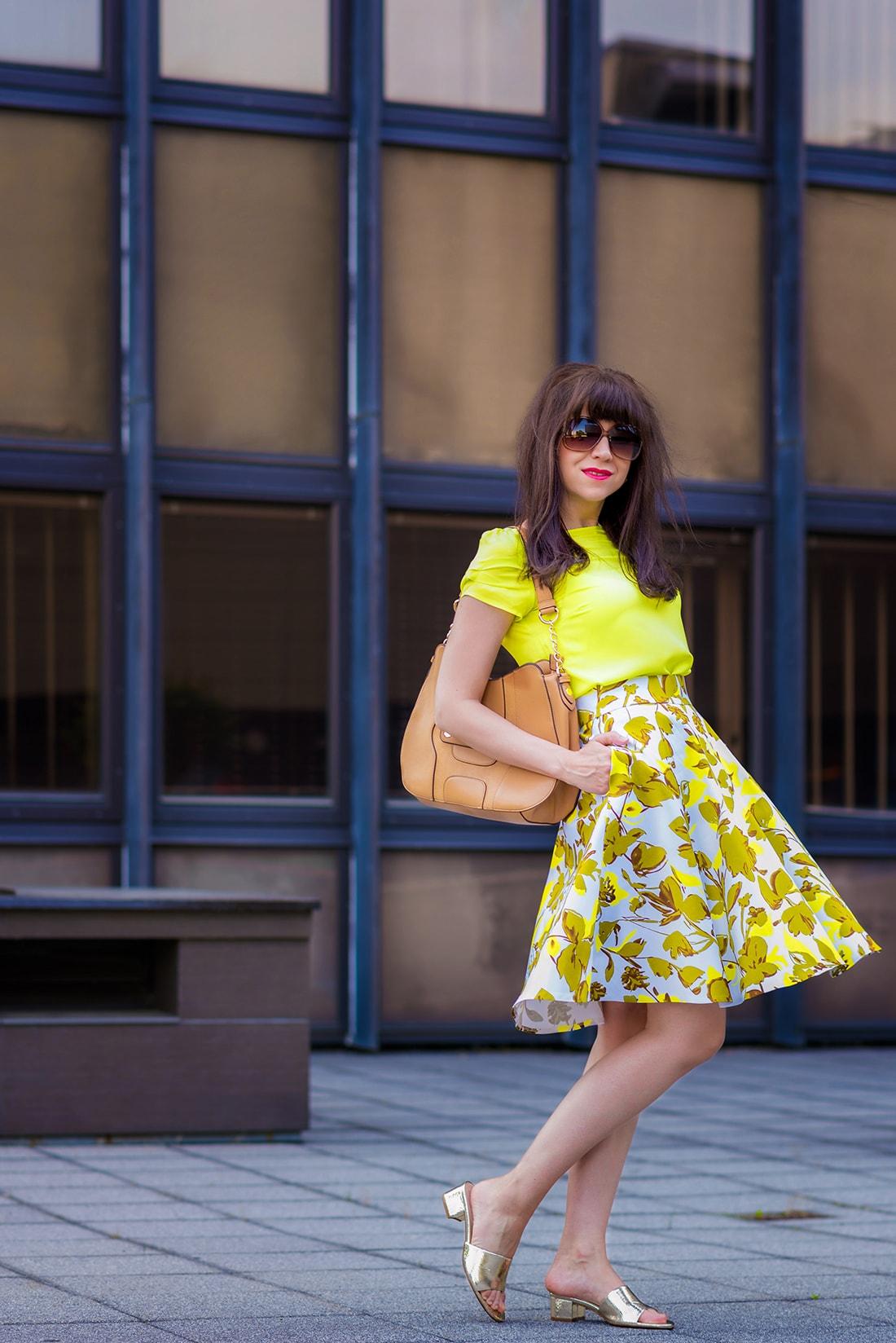 SUKŃA NA LETO OD MARGIFASHION_Katharine-fashion is beautiful_blog 4_Sukňa zelené kvety_Zlaté šľapky Sagan_Katarína Jakubčová_Fashion blogger