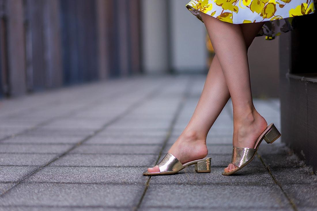 SUKŃA NA LETO OD MARGIFASHION_Katharine-fashion is beautiful_blog 6_Sukňa zelené kvety_Zlaté šľapky Sagan_Katarína Jakubčová_Fashion blogger