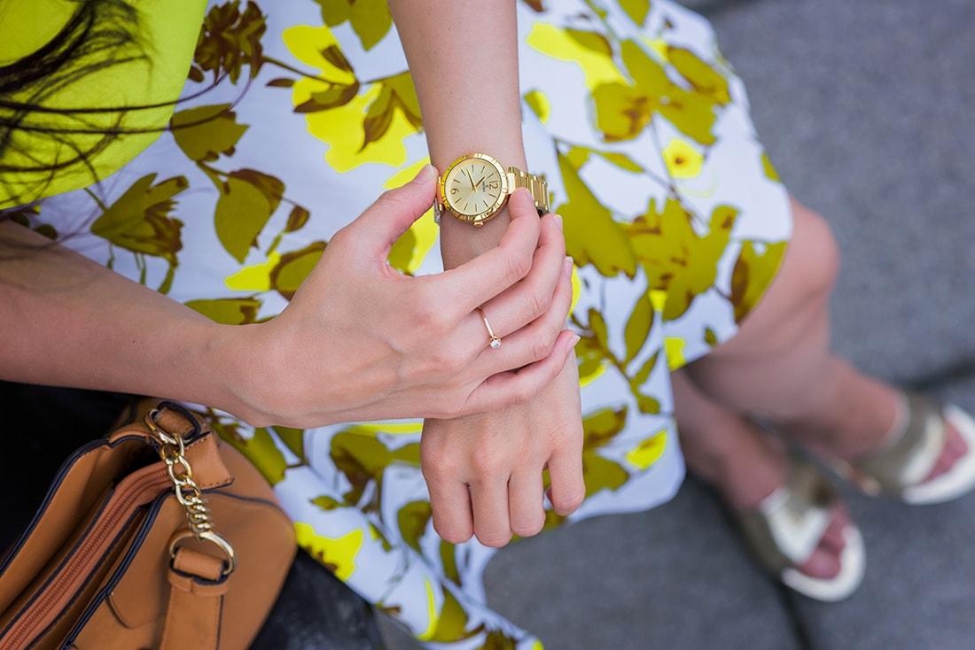 SUKŃA NA LETO OD MARGIFASHION_Katharine-fashion is beautiful_blog 1_Sukňa zelené kvety_Zlaté šľapky Sagan_Hodinky Festina_Katarína Jakubčová_Fashion blogger