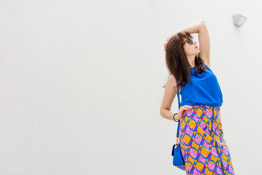 V KTOREJ SUKNI ZAŽIARITE, KEĎ LETO EŠTE NEKONČÍ_Katharine-fashion is beautiful_blog 7_vzorovaná sukňa na leto_Kožená kabelka JEJ_Slnečné okuliare MisterOptic_Katarína Jakubčová_Fashion blogger