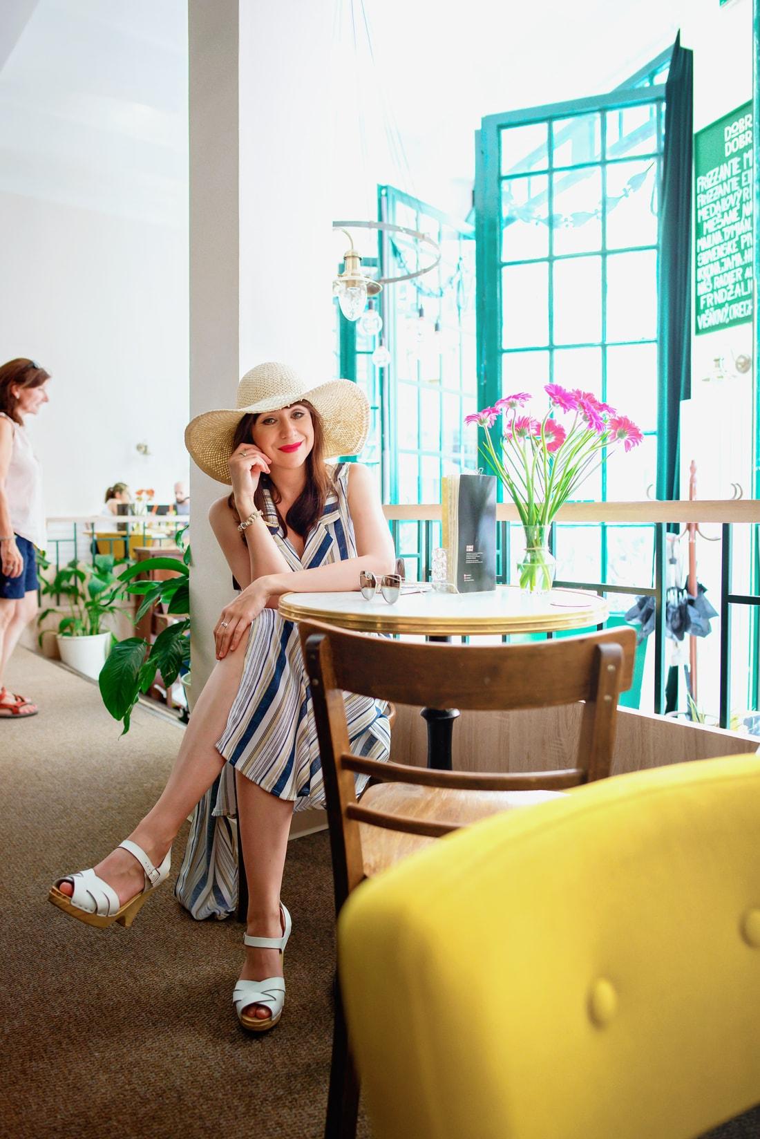 VIETE, KTORÉ ŠATY NESMIETE PREHLIADNUŤ?_Katharine-fashion is beautiful_blog 13_Pružkované šaty_Slnečné okuliare LetnýHit_Dreváky Sandgrens_Katarína Jakubčová_Fashion blogger