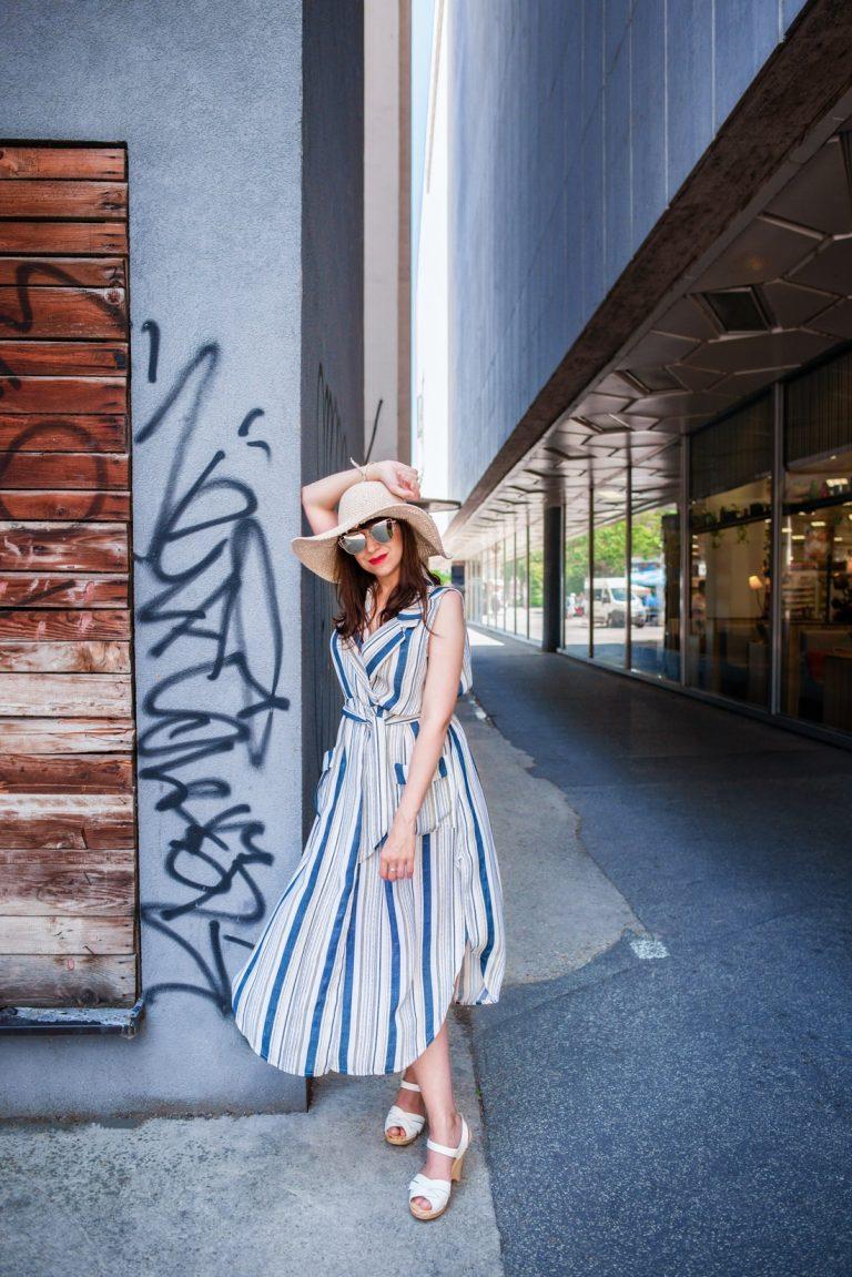 VIETE, KTORÉ ŠATY NESMIETE PREHLIADNUŤ?_Katharine-fashion is beautiful_blog 5_Pružkované šaty_Slnečné okuliare LetnýHit_Dreváky Sandgrens_Katarína Jakubčová_Fashion blogger