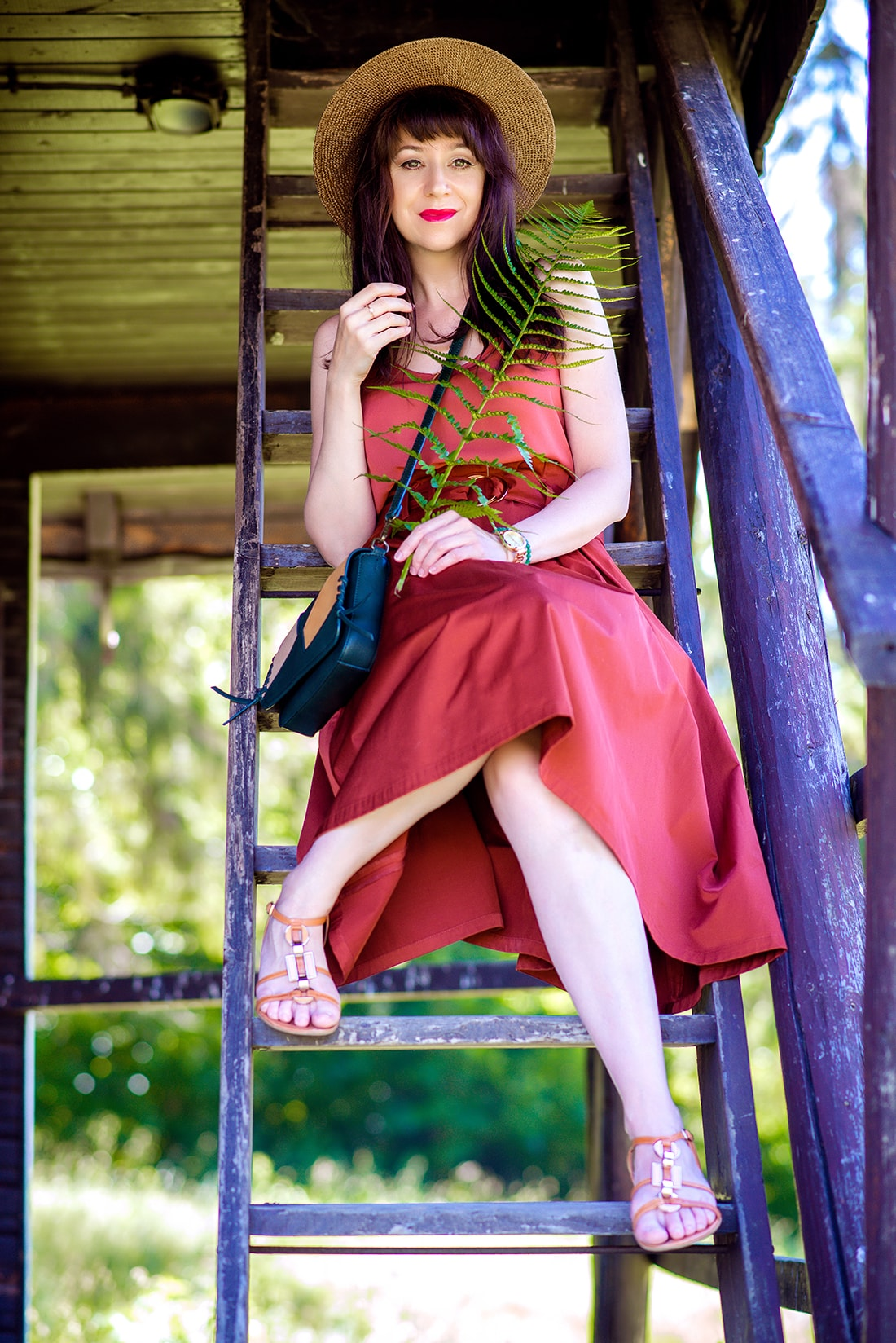 KEĎ KLOBÚK LADÍ S KABELKOU_Katharine-fashion is beautiful_blog 11_Slamený klobúk Parfois_Áčková sukňa Zara_Kabelka Parfois_Katarína Jakubčová_Fashion blogger