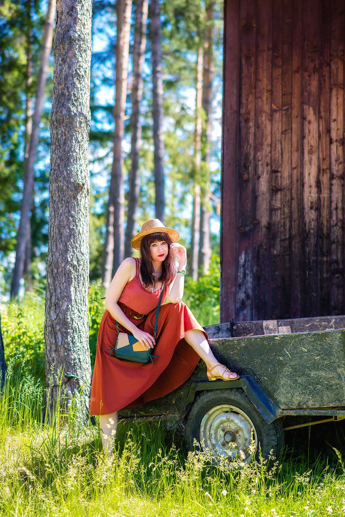 KEĎ KLOBÚK LADÍ S KABELKOU_Katharine-fashion is beautiful_blog 9_Slamený klobúk Parfois_Áčková sukňa Zara_Kabelka Parfois_Katarína Jakubčová_Fashion blogger