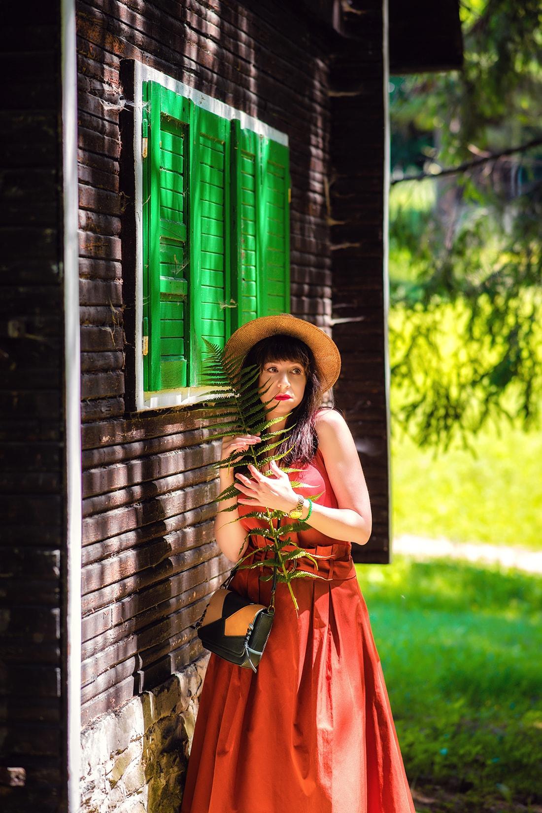KEĎ KLOBÚK LADÍ S KABELKOU_Katharine-fashion is beautiful_blog 10_Slamený klobúk Parfois_Áčková sukňa Zara_Kabelka Parfois_Katarína Jakubčová_Fashion blogger