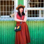 KEĎ KLOBÚK LADÍ S KABELKOU_Katharine-fashion is beautiful_blog 2_Slamený klobúk Parfois_Áčková sukňa Zara_Kabelka Parfois_Katarína Jakubčová_Fashion blogger