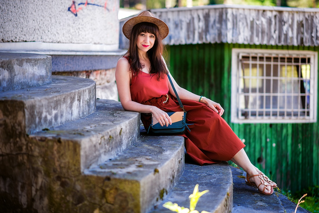 KEĎ KLOBÚK LADÍ S KABELKOU_Katharine-fashion is beautiful_blog 7_Slamený klobúk Parfois_Áčková sukňa Zara_Kabelka Parfois_Katarína Jakubčová_Fashion blogger