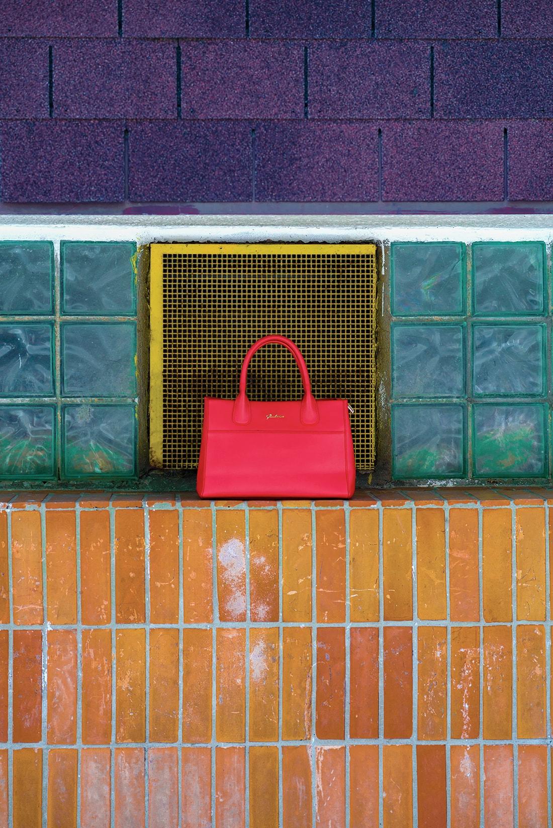 RADOSŤ AJ VĎAKA NÁRAMKOM OD DELTIMO_Katharine-fashion is beautiful_blog 2_Zlatá plisovaná sukňa Zara_Červená kabelka JEJ_Zvierací motív_Katarína Jakubčová_Fashion blogger