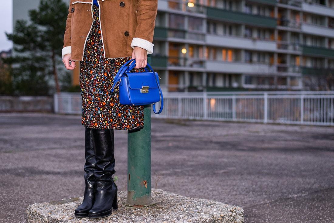V NOWOM TARGU A SEMIŠOVÁ BUNDA NIELEN PRE BLOGERKU_Katharina-fashion is beautiful blog 16_Kvetovaná plisovaná sukňa_Kabelka JEJ_Katarína Jakubčová_Fashion blogerka