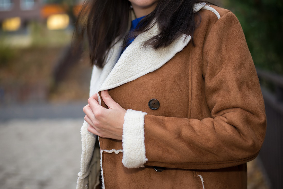 V NOWOM TARGU A SEMIŠOVÁ BUNDA NIELEN PRE BLOGERKU_Katharina-fashion is beautiful blog 7_Kvetovaná plisovaná sukňa_Kabelka JEJ_Katarína Jakubčová_Fashion blogerka
