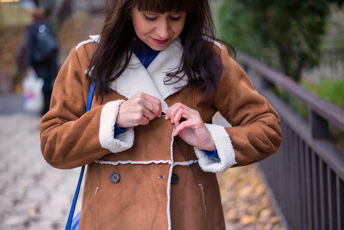 V NOWOM TARGU A SEMIŠOVÁ BUNDA NIELEN PRE BLOGERKU_Katharina-fashion is beautiful blog 8_Kvetovaná plisovaná sukňa_Kabelka JEJ_Katarína Jakubčová_Fashion blogerka