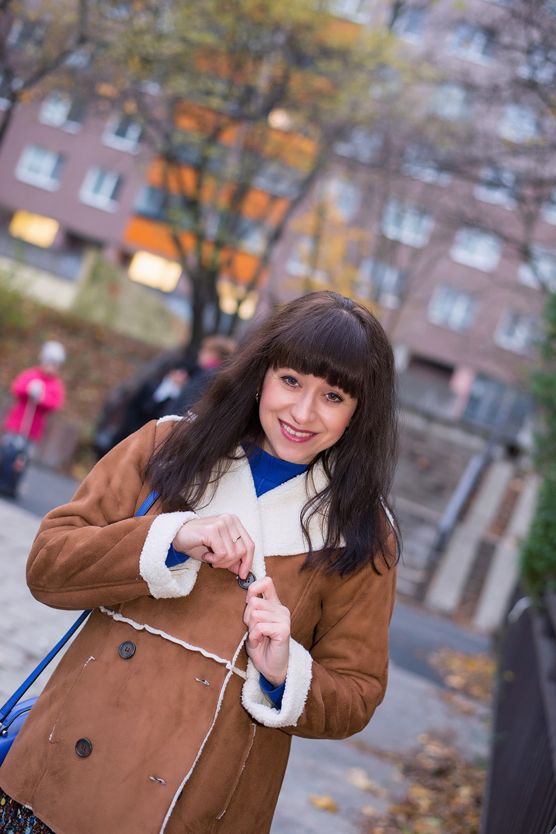 V NOWOM TARGU A SEMIŠOVÁ BUNDA NIELEN PRE BLOGERKU_Katharina-fashion is beautiful blog 9_Kvetovaná plisovaná sukňa_Kabelka JEJ_Katarína Jakubčová_Fashion blogerka