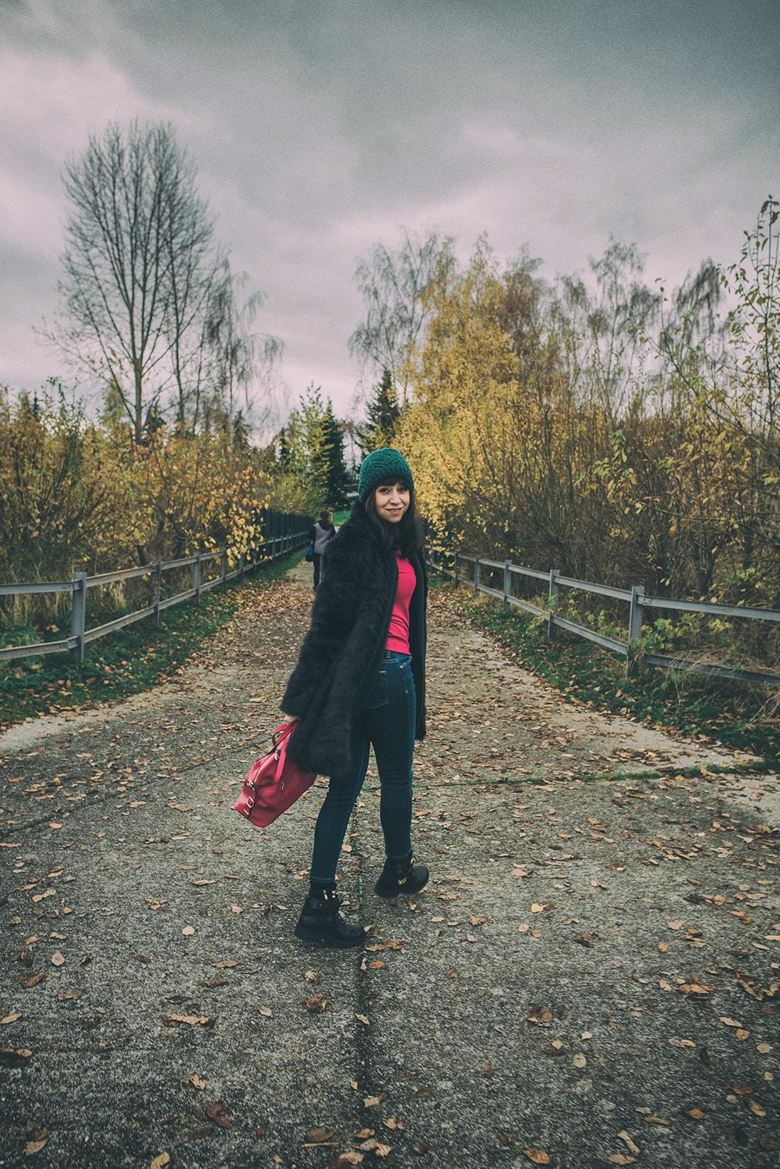 1 VEC, KTORÚ URČITE MUSÍTE MAŤ ZO ZIMNÉHO VÝPREDAJA_Katharine-fashion is beautiful_blog 6_Kožušinová bunda_Kabelka Nucelle od JEJ_Katarína Jakubčová_Fashion blogerka