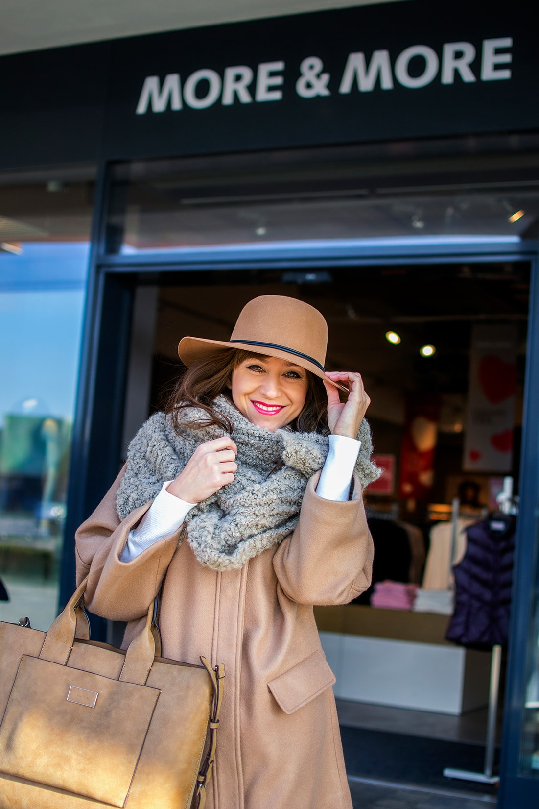 NADKOLENNÉ ČIŽMY. POTREBUJEŠ POČUŤ EŠTE VIAC?_Katharine-fashion is beautiful_blog 3_Béžový kabát Mango_Béžová kabelka Parfois_Béžové čižmy_Katarína Jakubčová_Fashion blogerka
