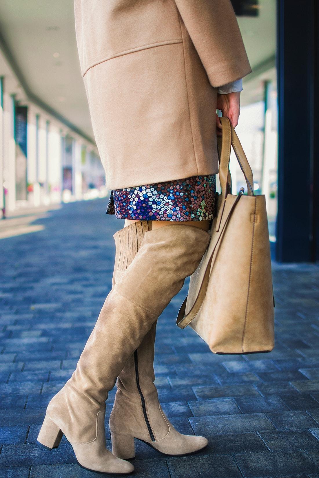 NADKOLENNÉ ČIŽMY. POTREBUJEŠ POČUŤ EŠTE VIAC?_Katharine-fashion is beautiful_blog 4_Béžový kabát Mango_Béžová kabelka Parfois_Béžové čižmy_Katarína Jakubčová_Fashion blogerka