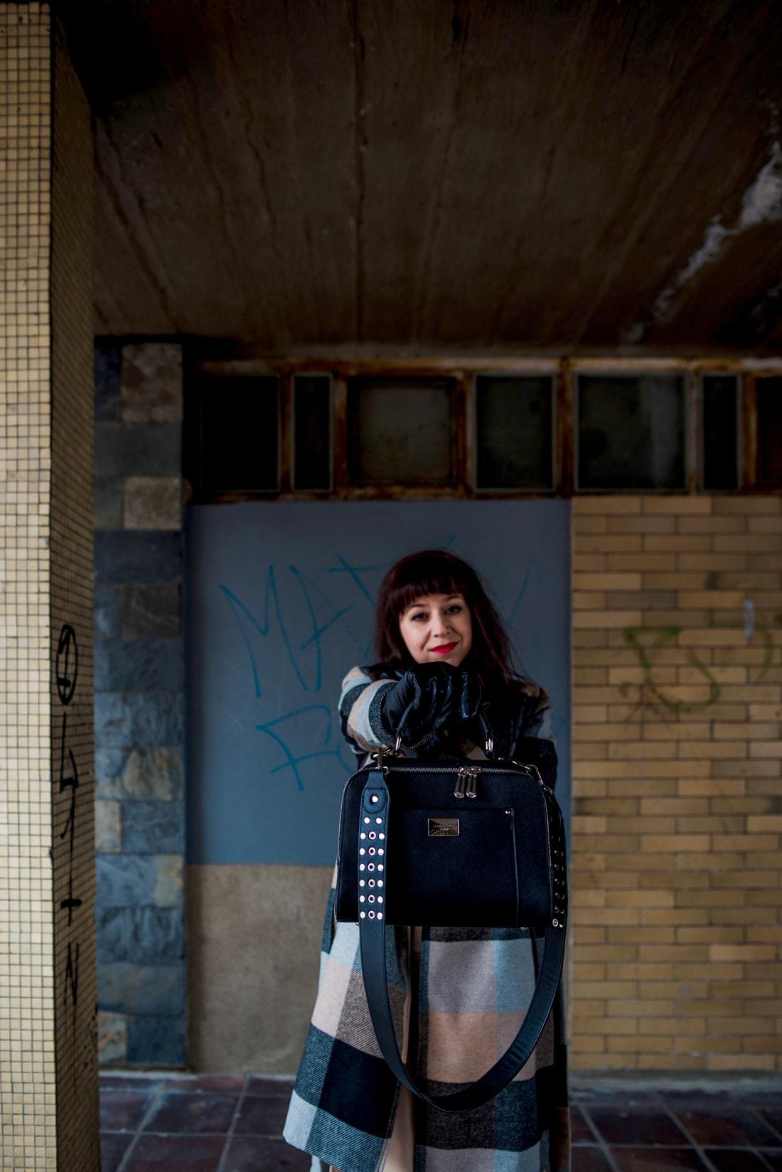 BIZNIS LOOK ALEBO NIKDY NEČAKAJTE VIAC_Katharine-fashion is beautiful_blog 10_Károvaný kabát Bonprix_Béžová sukňa Mango_Katarína Jakubčová_Fashion blogerka