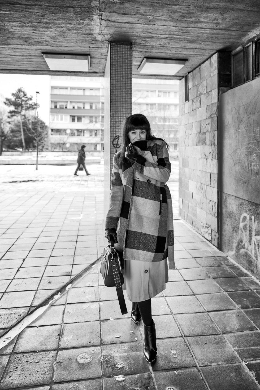 BIZNIS LOOK ALEBO NIKDY NEČAKAJTE VIAC_Katharine-fashion is beautiful_blog 12_Károvaný kabát Bonprix_Béžová sukňa Mango_Katarína Jakubčová_Fashion blogerka