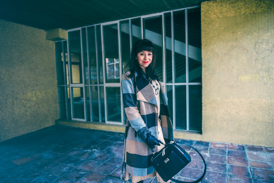 BIZNIS LOOK ALEBO NIKDY NEČAKAJTE VIAC_Katharine-fashion is beautiful_blog 16_Károvaný kabát Bonprix_Béžová sukňa Mango_Katarína Jakubčová_Fashion blogerka