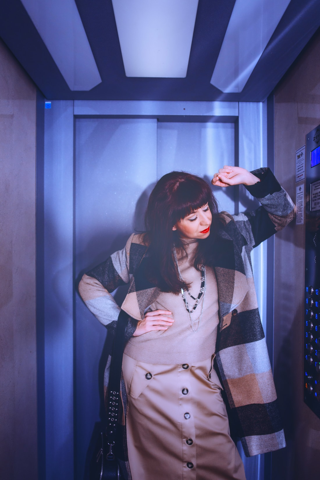 BIZNIS LOOK ALEBO NIKDY NEČAKAJTE VIAC_Katharine-fashion is beautiful_blog 2_Károvaný kabát Bonprix_Strom_Katarína Jakubčová_Fashion blogerka